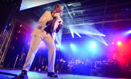 Billy Ocean playing the Perth Christmas Light Switch On 2015